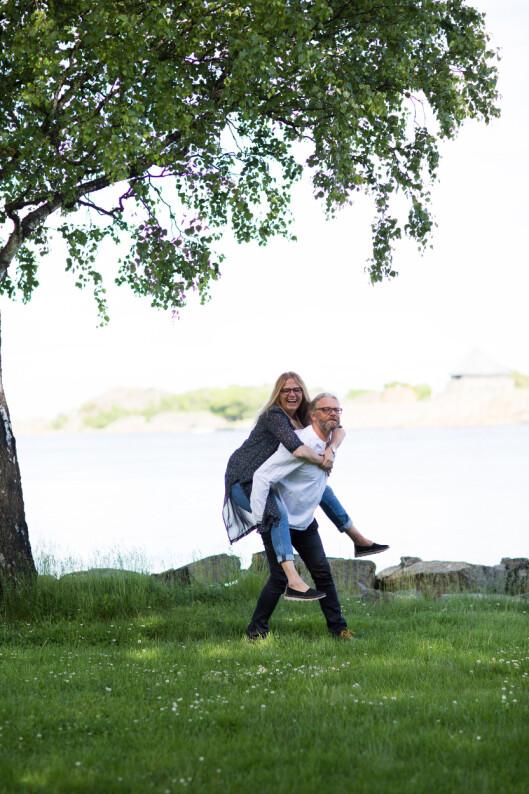 STILL GOING STRONG: Øyeblikksforelskelsen ble til livslang kjærlighet for Ingvild (50) og Thor (52). Foto: Foto: Mona Moe Machava