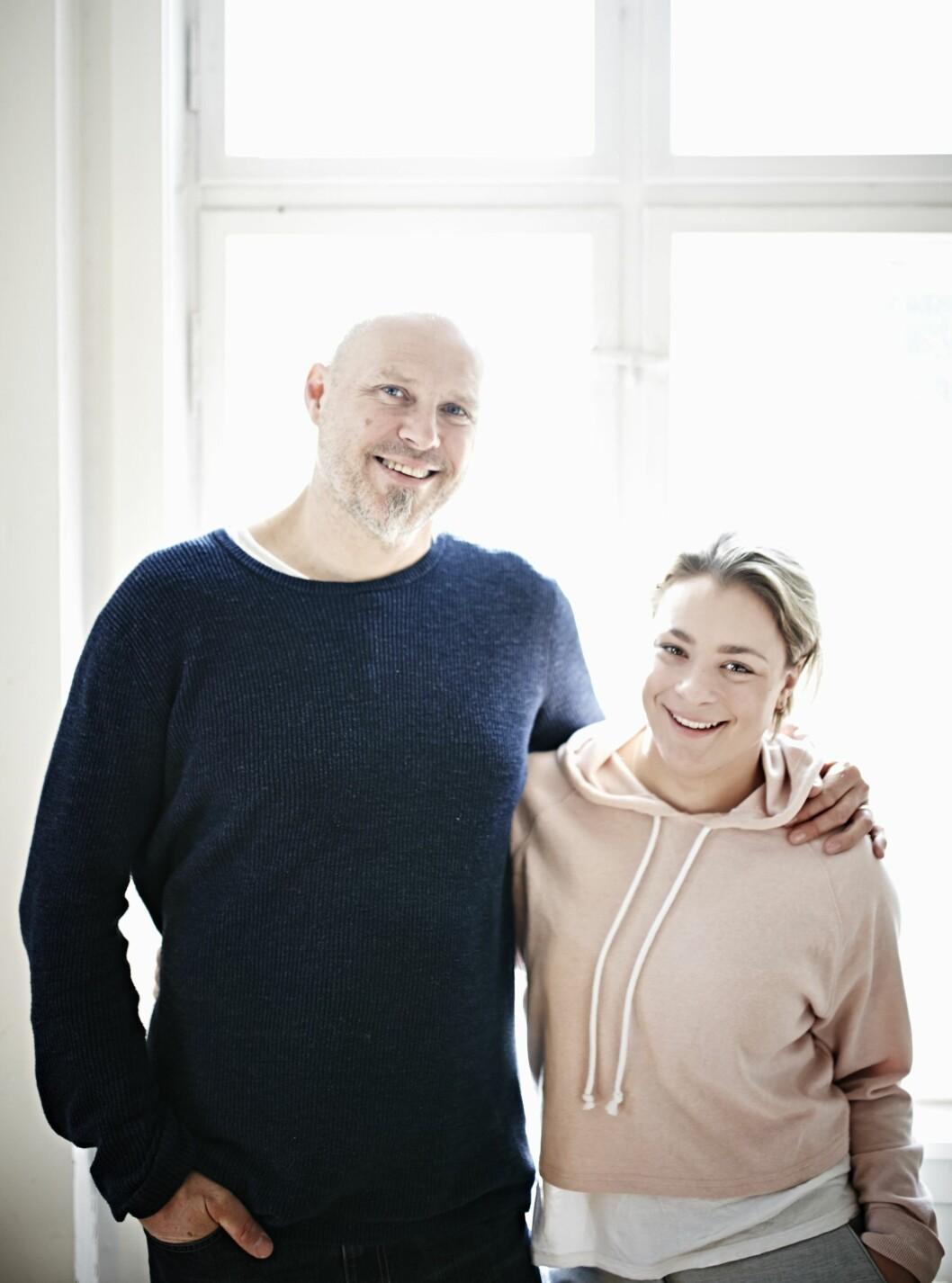 BONUSPAPPA: – Det har handlet om ikke å gi seg og om å tåle hverandre, oppsummerer Espen Winther (53) sine over tjue år som bonuspappa til Helene (25).  Foto: Geir Dokken
