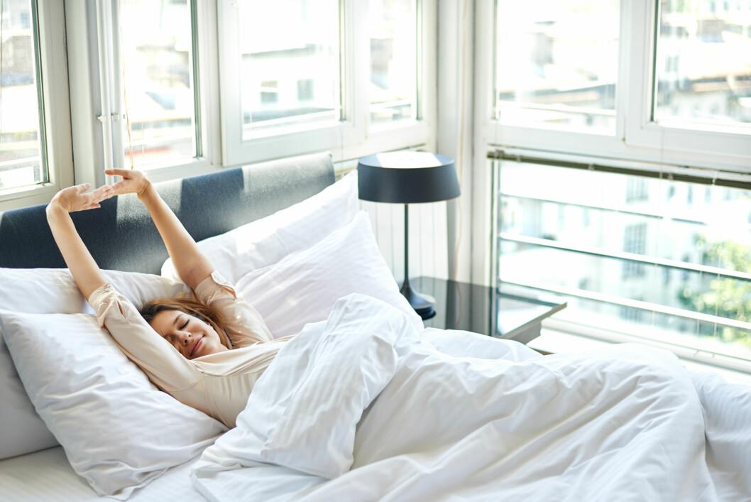 VÅKNER FRA LETT SØVN: Mot morgenen sover vi lettere, og du våkner dermed ikke fra den tyngste søvnen. Foto: Scanpix