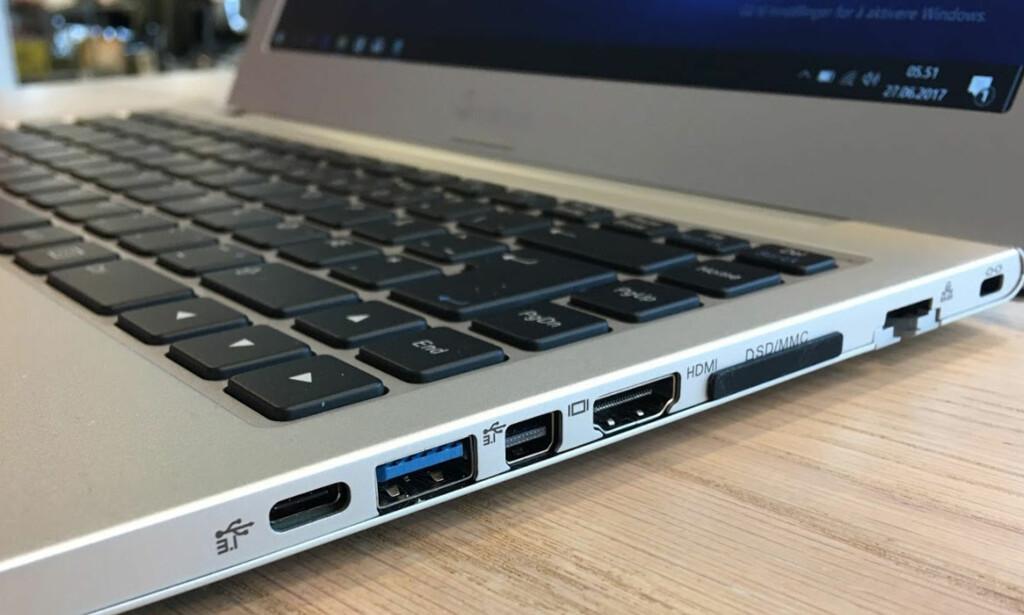 SJELDEN KOST: Så mange tilkoblingspunkter ser vi svært sjelden på en PC som veier knappe 1,5 kg. Foto: Bjørn Eirik Loftås