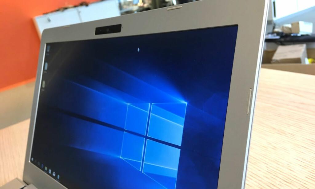 SKRÅ VINKEL: Det er ikke bare IPS-skjermer som kan betraktes fra siden. WVA-panelet i Talisa U831 gjør det like bra. Foto: Bjørn Eirik Loftås