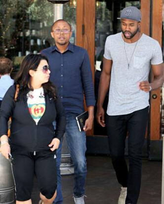 <strong>I LA:</strong> DeMario Jackson og advokaten Walter Mosley ble nylig observert utenfor en restaurant sammen. Foto: NTB Scanpix