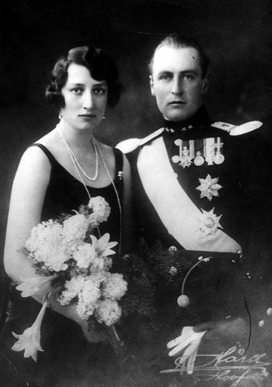 FORLOVELSESBILDE: Dette bildet er tatt i 1929 i forbindelse med forlovelsen mellom kronprins Olav og prinsesse Märtha.  Foto: NTB Scanpix