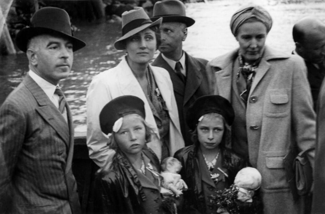 KRIGEN ER ET FAKTUM: Kronprinsesse Märtha flyktet med barna Ragnhild, Astrid og Harald til Sverige, over til Finland og siden til USA. Her er de på vei om bord i en båt i Petsamo i Finland, som skulle ta dem til fartøyet American Legion med destinasjon USA. Foto: NTB Scanpix
