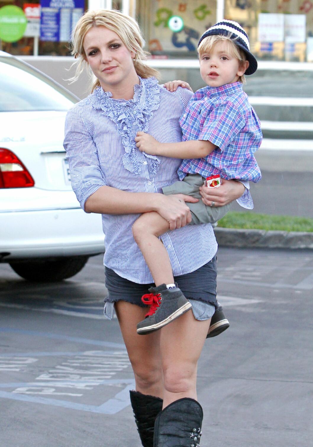 <strong>2010:</strong> Britney Spears og sønnen Jayden. Foto: Broadimage