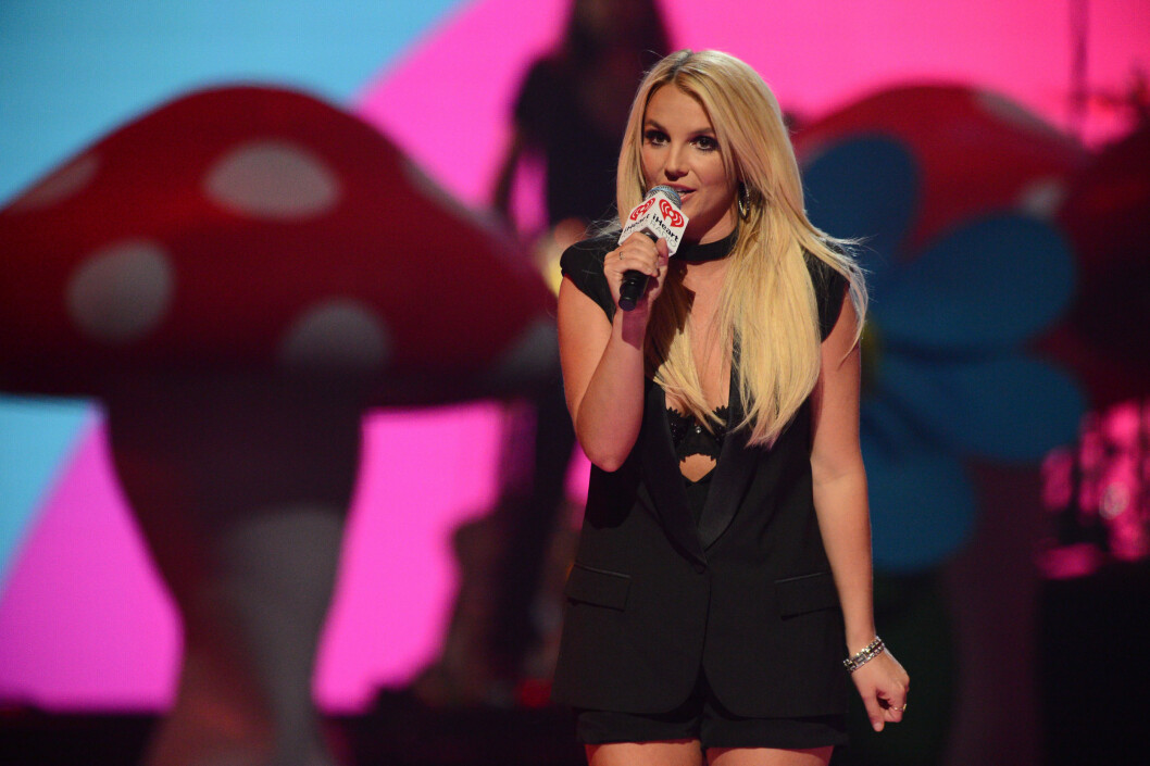 <strong>2013:</strong> Britney Spears introduserer Miley Cyrus under IHeartRadio Music Festival. Foto: Ap