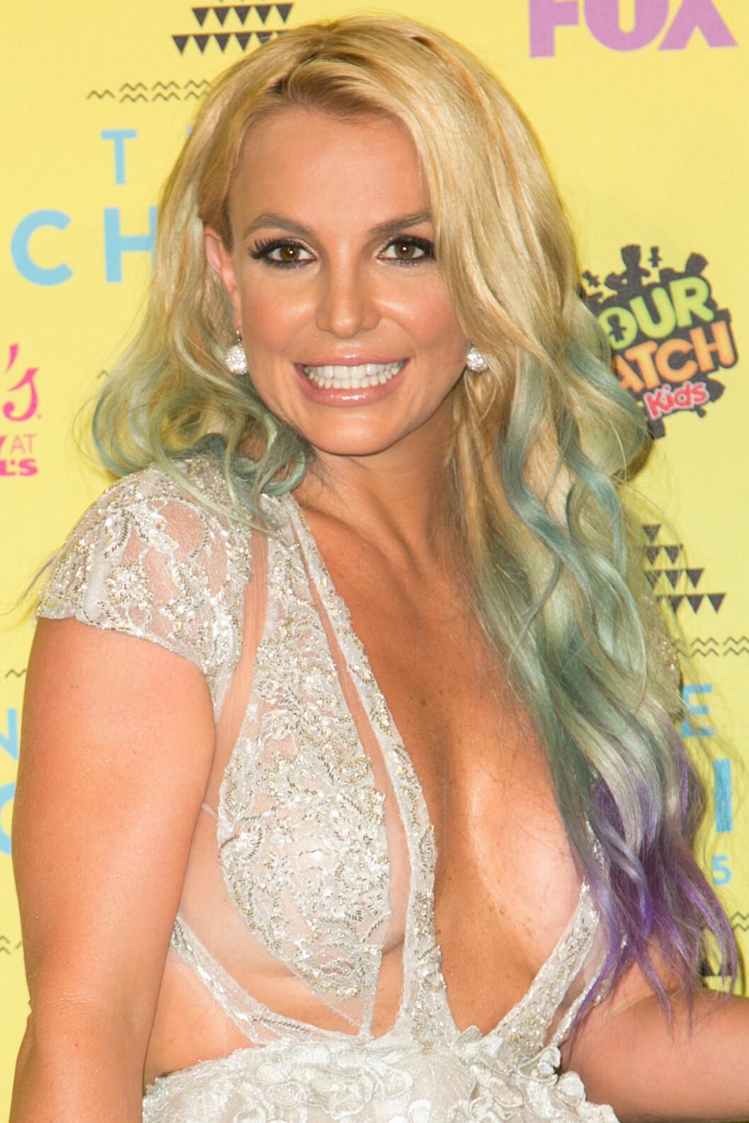 <strong>2015:</strong> Britney stiller med fargerikt hår under Teen Choice Awards. Foto: wenn.com