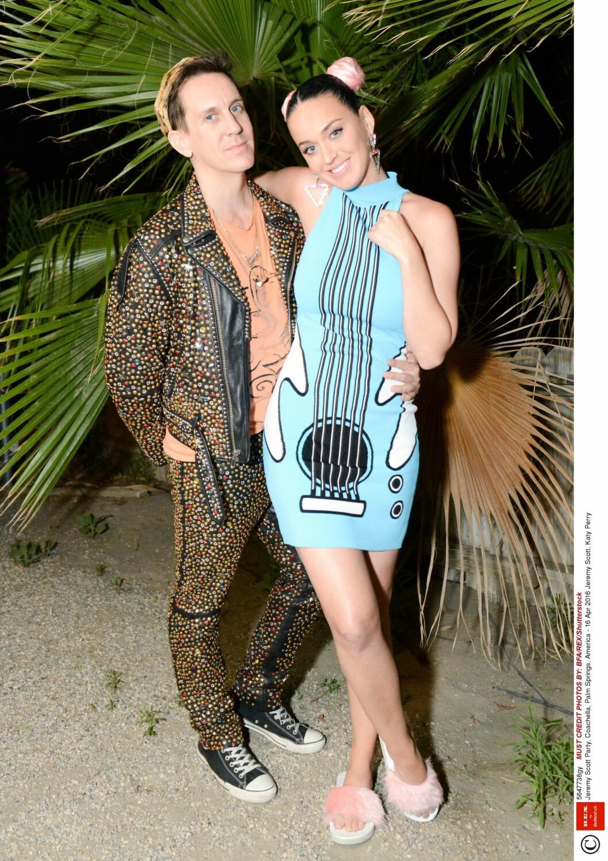 Designer Jeremy Scott og popstjerne Katy Perry Foto: Rex Features