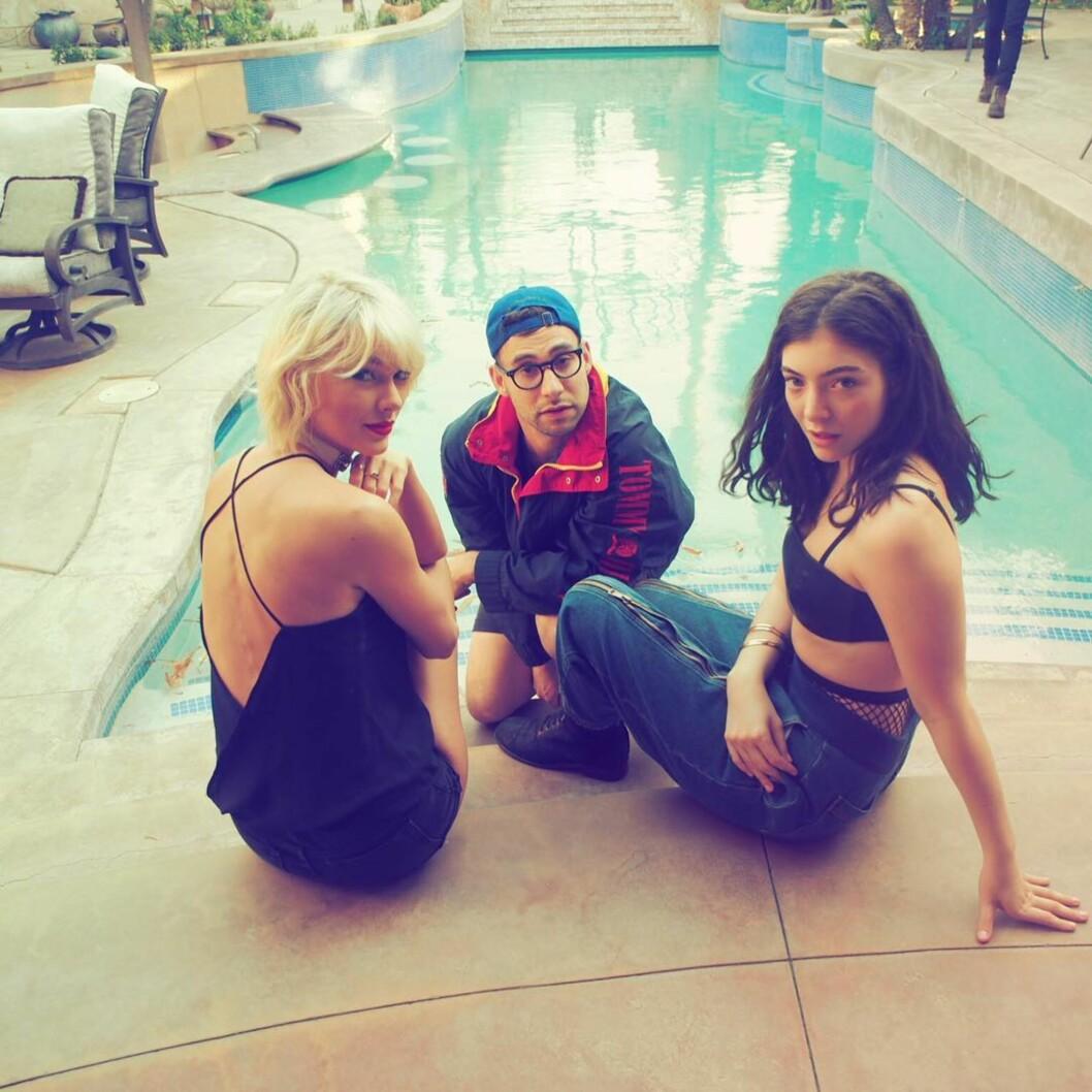 Taylor Swift med venner Foto: SipaUSA