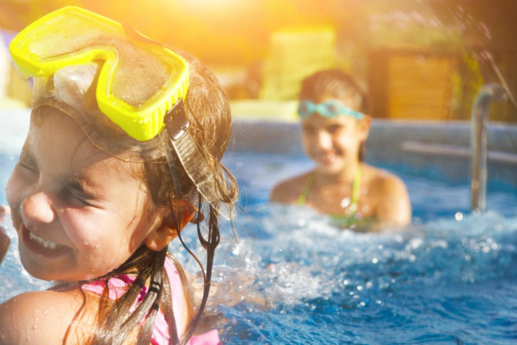 <strong>IDYLL:</strong> Det er viktig å holde et ekstra øye på barna når de er i vannet. Man vet aldri når en uheldig hendelse skulle inntreffe. Foto: NTB Scanpix