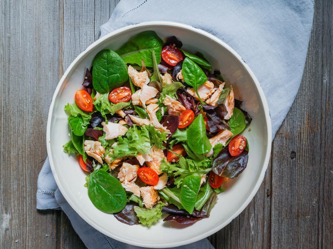 FET FISK: Et kosthold med rikelig D-vitamin og kalsium anses som gunstig. Foto: NTB Scanpix