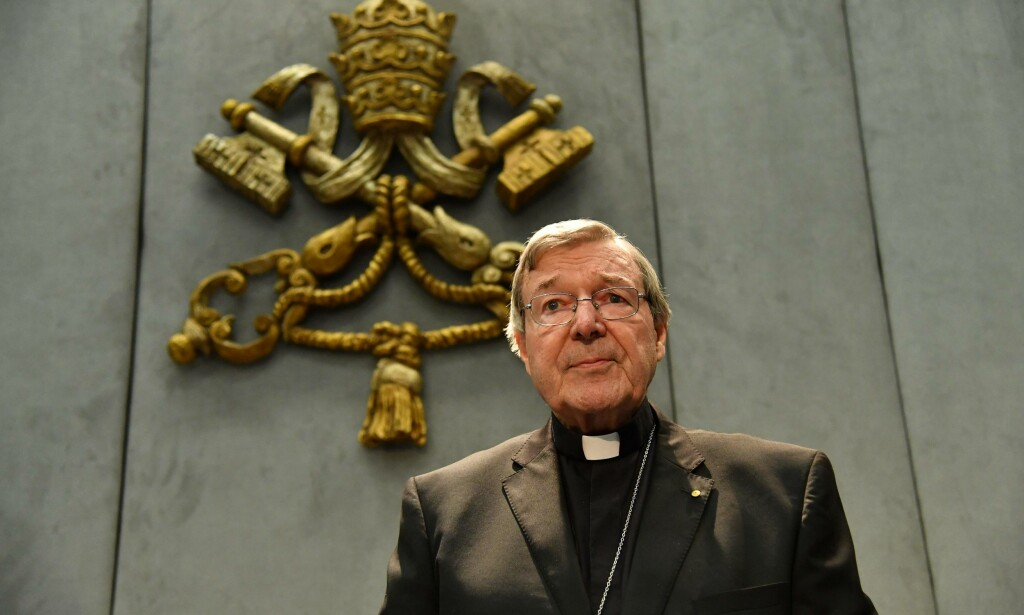 SIKTET: Kardinal George Pell er fritatt fra sine plikter for å dra til Australia, hvor han er siktet for seksuelle overgrep. Han hevder at han er uskyldig og at han ser fram til sin dag i retten. Foto: AFP PHOTO
