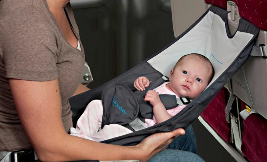 BABYHENGEKØYE: FlyeBaby kan være smart om du skal ut og fly med en baby som ikke har eget sete.  Foto: BARNOMBORD