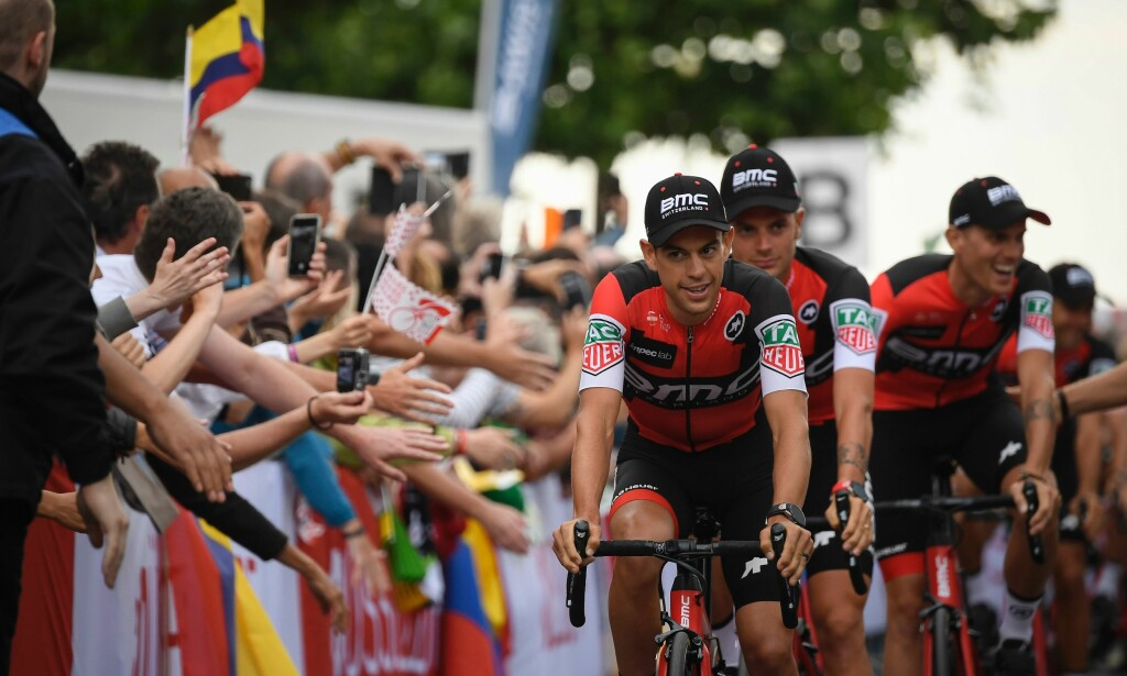 KAPTEIN: Richie Porte ledet an lagpresentasjonen for BMC. Foto: AFP PHOTO / Lionel BONAVENTURE