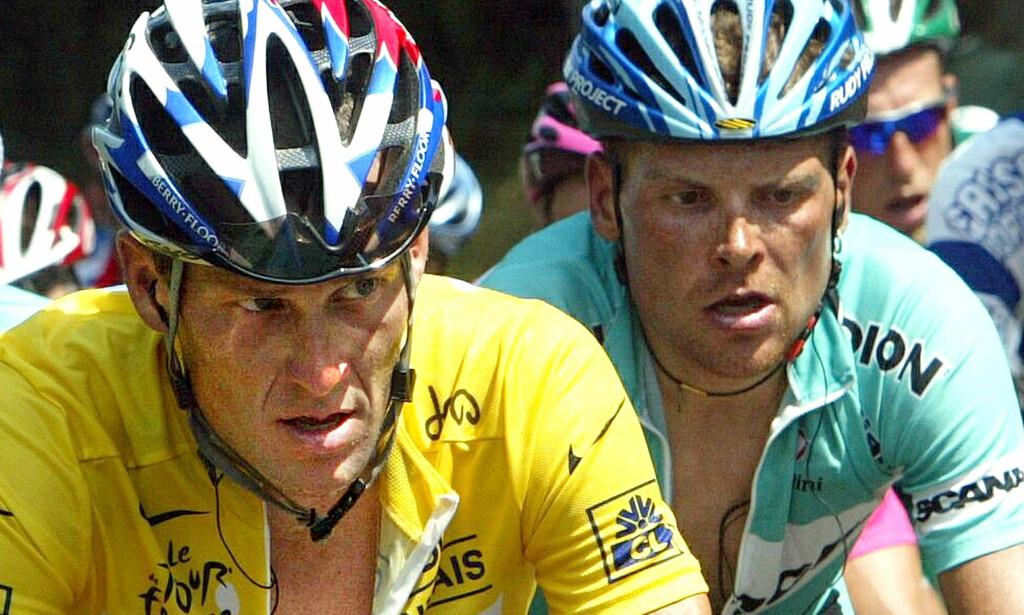GODE DOPKAMERATER: Lance Armstrong og Jan Ullrich på vei gjennom enda et Tour de France i 2000. Armstrong er utestengt på livstid, mens Ullrich er uønsket hjemme i Tyskland på dagens Tour-start i Düsseldorf. FOTO: NTB Scanpix