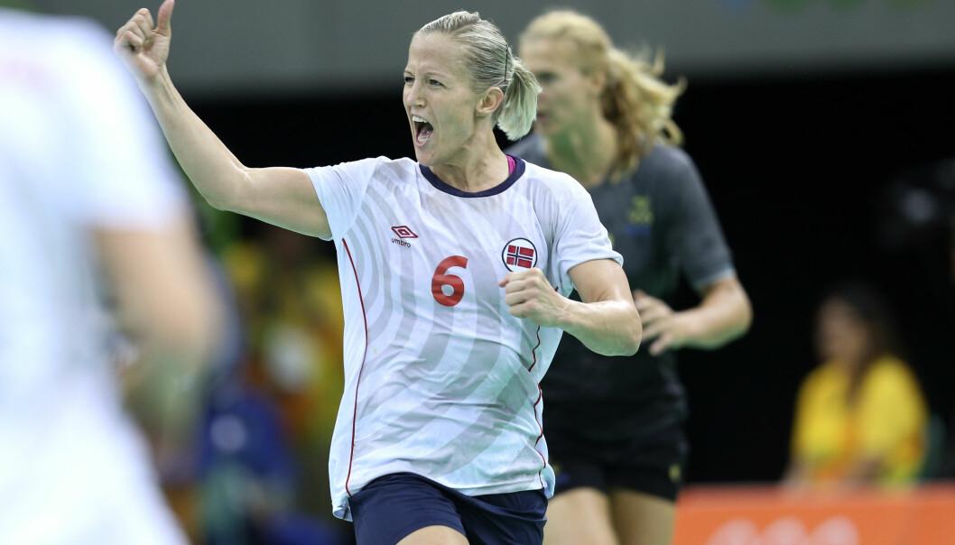 <strong>STREK:</strong> Heidi Løke er en av verdens beste strekspillere. Her under en landslagskamp. Foto: NTB Scanpix