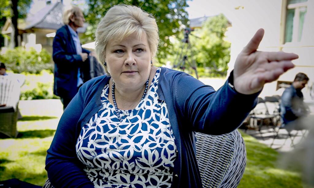 TV-GLAD: Erna Solberg har ved flere anledninger hyllet store, internasjonale serier. Nå er det HBO Nordic-serien «Game of Thrones» som fenger statsministeren. Foto: Bjørn Langsem / Dagbladet
