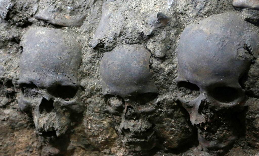 image: Tårn av hodeskaller funnet i sentrum av Mexico by