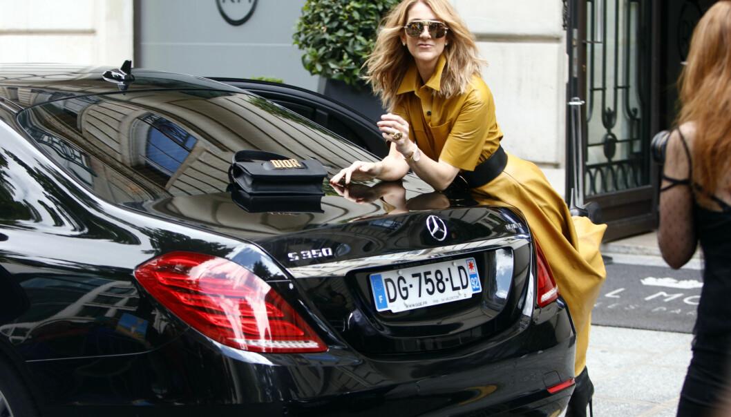 <p>UVENTET STUNT: Céline Dion befinner seg i disse dager i Paris, der hun både er aktuell med en rekke konserter og deltar under haute couture-moteuken i byen. Tirsdag ble hun avbildet avkledd på Instagram-kontoen til motemagasinet Vogue. Foto: Splash News/ NTB scanpix </p>