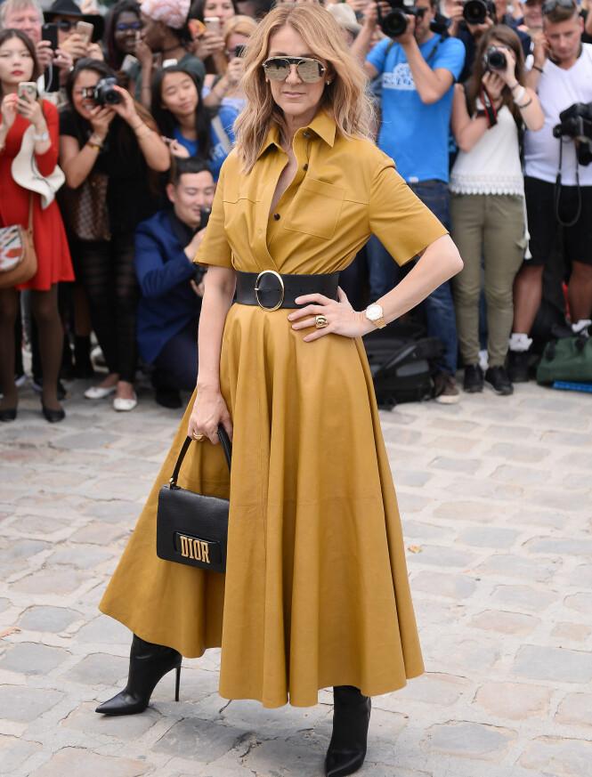 TØFF: Céline Dion i et lekkert skinnantrekk på Dior-visningen i Paris mandag. Foto: NTB scanpix