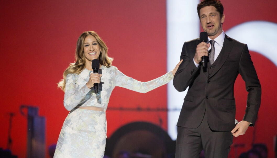 I NORGE: Her står Butler på scenen sammen med Sarah Jessica Parker under Nobel Fredspriskonsert i Oslo i 2012.