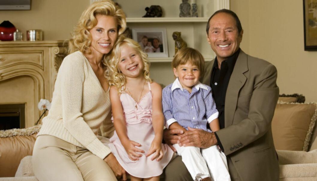<strong>BITTER STRID:</strong> Anna og Paul Anka har sønnen Ethan sammen. Her var familien samlet i 2007 sammen med Annas Datter Elli som hun har med eksmannen Louis Yeager. Foto: Pa Photos / NTB Scanpix
