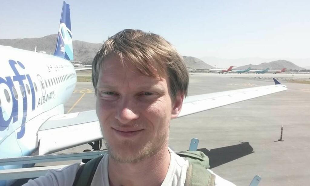 I KABUL: Marius Johansen er den yngste nordmannen som har besøkt alle verdens land. Her på flyplassen i Kabul. Foto: Marius Johansen