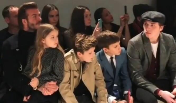 <strong>TETT FAMILIE:</strong> David Beckham med datteren Harper og sønnene Romeo, Cruz og Brooklyn under Victorias moteshow. Familien er ofte på arrangementer sammen. Foto: NTB Scanpix