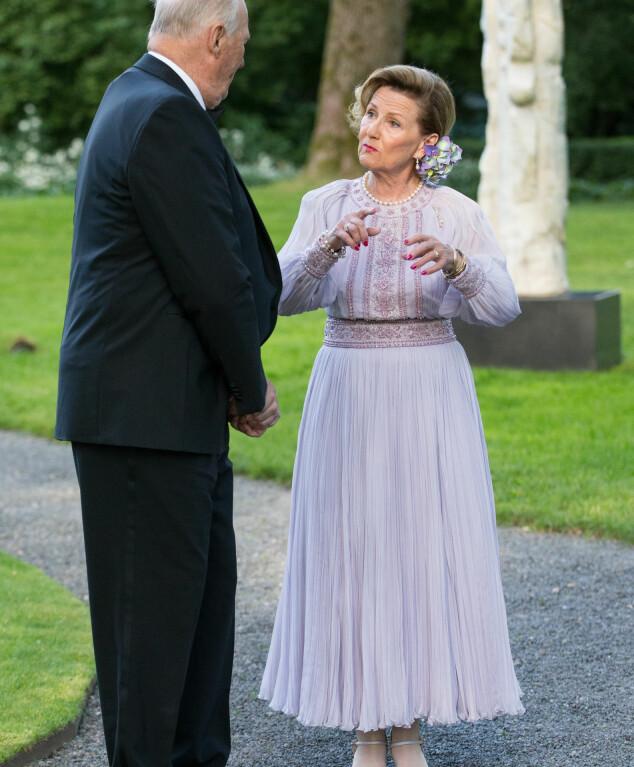 PYNTET: Dronning Sonja får skryt for antrekket hun hadde på seg i sitt eget bursdagsselskap. Foto: Audun Braastad / NTB scanpix