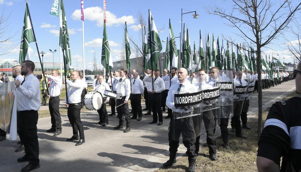 <strong>MANNSTERKE:</strong> Nordiska Motståndsrörelsen under sin demonstrasjon i Falun 1. mai. Foto: Ulf Palm / TT / NTB Scanpix