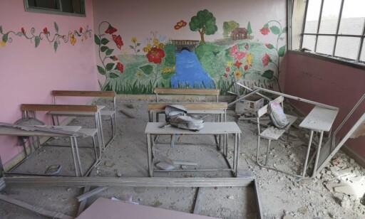 MANGLER DET MESTE: Fire år med beleiring og bombing har ført til at skoler som denne, sykehus og leiligheter er ødelagt. Ifølge Unicef, ble minst 652 syriske barn drept i krigen, bare i fjor. Foto: Amer Alshami / Unicef / AP / NTB Scanpix