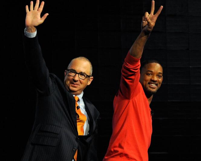 GODE VENNER: Barry Sonnenfeld og Will Smith sammen på en pressekonferanse i 2012. Foto: NTB Scanpix