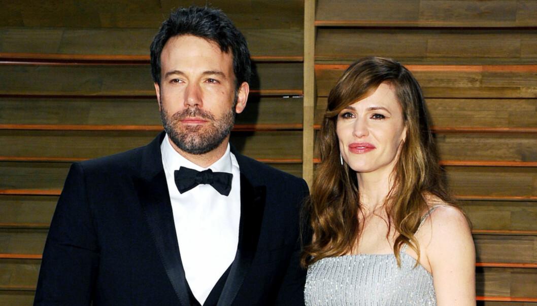 OVER: Da Ben Afflcek spilte Matt Murdock og Jennifer Garner spilte Elektra Natchios i filmen Daredevil i 2003, forelsket de seg på settet. Her er de sammen under Vanity Fair festen etter Oscar-utdelingen i 2014. Foto: NTB Scanpix