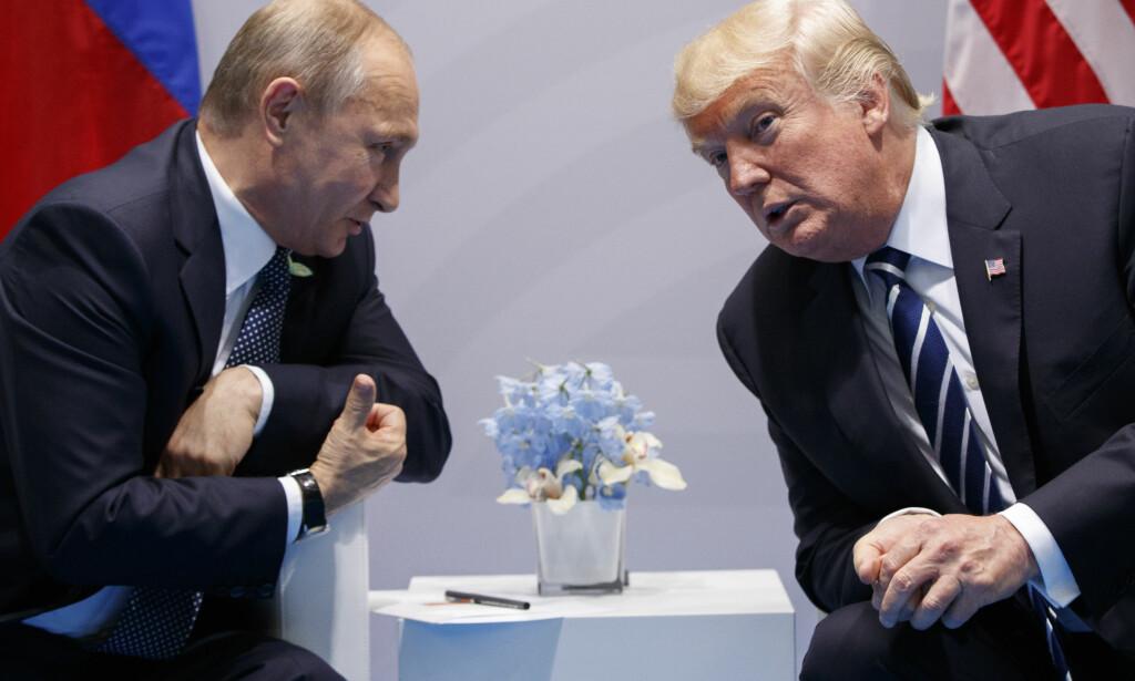 MØTTES I DET SKJULTE: USAs president, Donald Trump, og Russlands president, Vladimir Putin, møttes til et timelangt møte uten å fortelle offentligheten om det. Foto: AP Photo/Evan Vucci