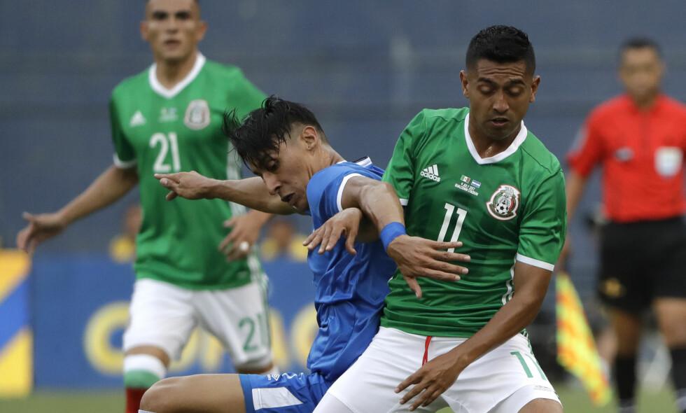 HERJET: Mexicos Elias Hernandez scoret ett mål og hadde to målgivende pasninger da Mexico slo El Salvador 3-1 i Gold Cup søndag. Foto: AP Photo/Gregory Bull / NTB scanpix.
