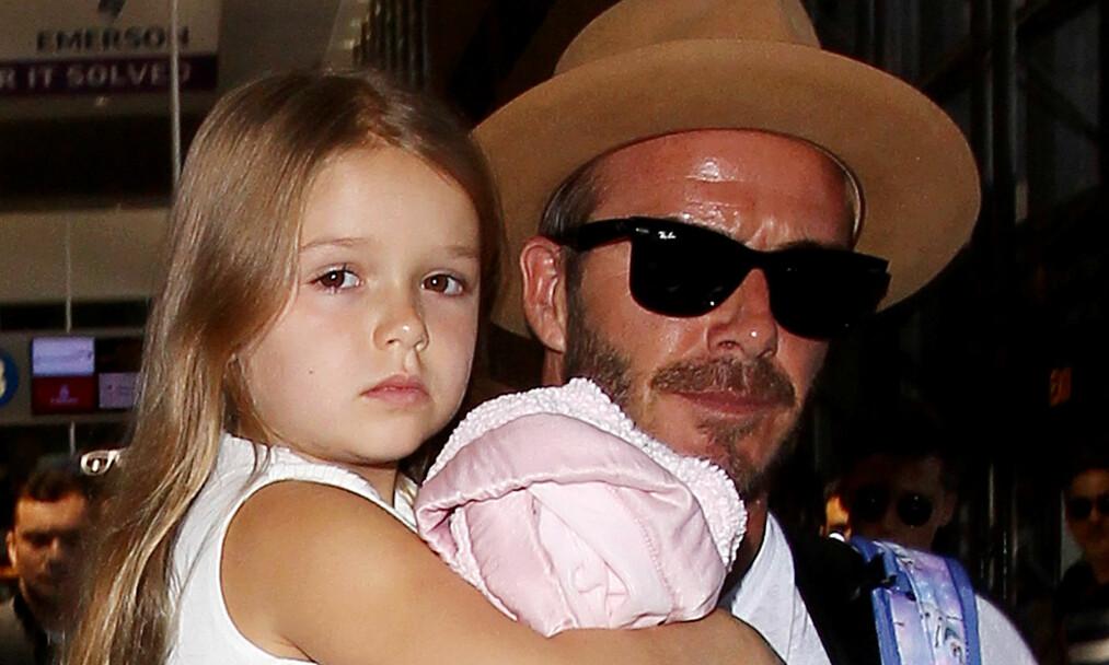 FANSEN REAGERER: Flere har uttrykt sin misnøye over at Harper Beckham (6) fikk feire bursdagen sin på Buckingham Palace. Dette bildet er tatt ved en tidligere anledning. Foto: NTB Scanpix