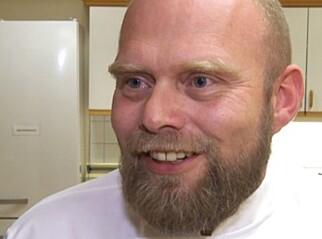 STOLT: Erlend Eliassen på Nygård bo- og behandlingssenter er stolt av å engasjere demente på kjøkkenet.