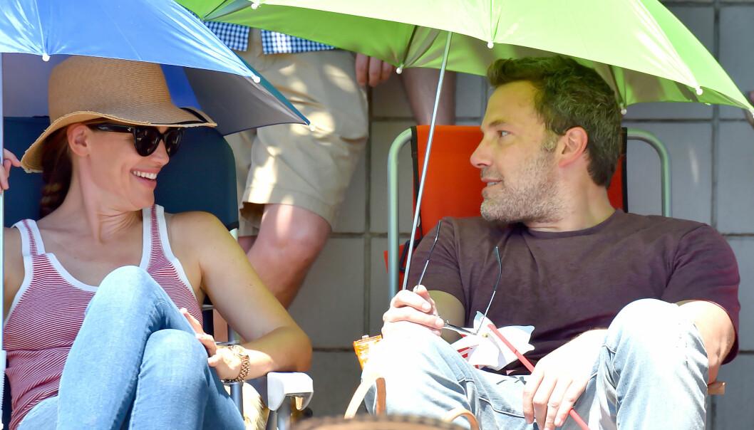 GODT FORHOLD: Jennifer Garner og Ben Affleck ser ut til å ha beholdt et vennskapelig forhold etter skilsmissen. Her er de avbildet sammen under en 4. juli-parade i fjor. Foto: Splash News/ NTB scanpix