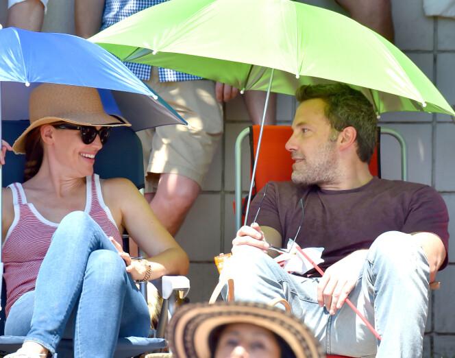 <strong>GOD STEMNING:</strong> Mye tydet på at det var god stemning mellom Jennifer Garner og eksmannen Ben Affleck da de feiret 4. juli sammen med barna. Foto: Splash News / NTB Scanpix