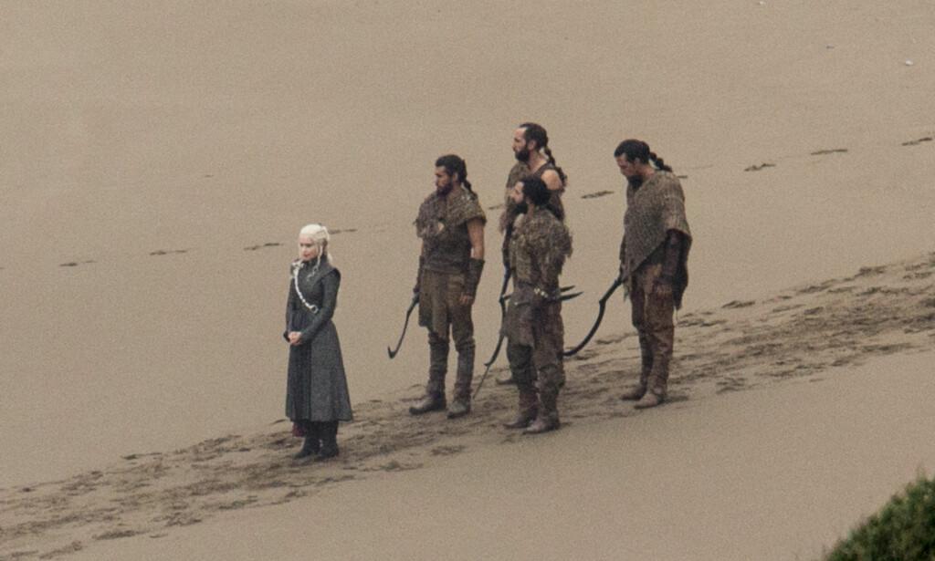 INNSPILLING: Et av bildene fra «Game of Thrones» som ble lekket i oktober. Nå har Kit Harington avslørt at det ble filmet flere falske scener på filmsettet, og at Harington selv var med på minst tre av dem. Hvilke vil han imidlertid ikke avsløre. Foto: NTB Scanpix