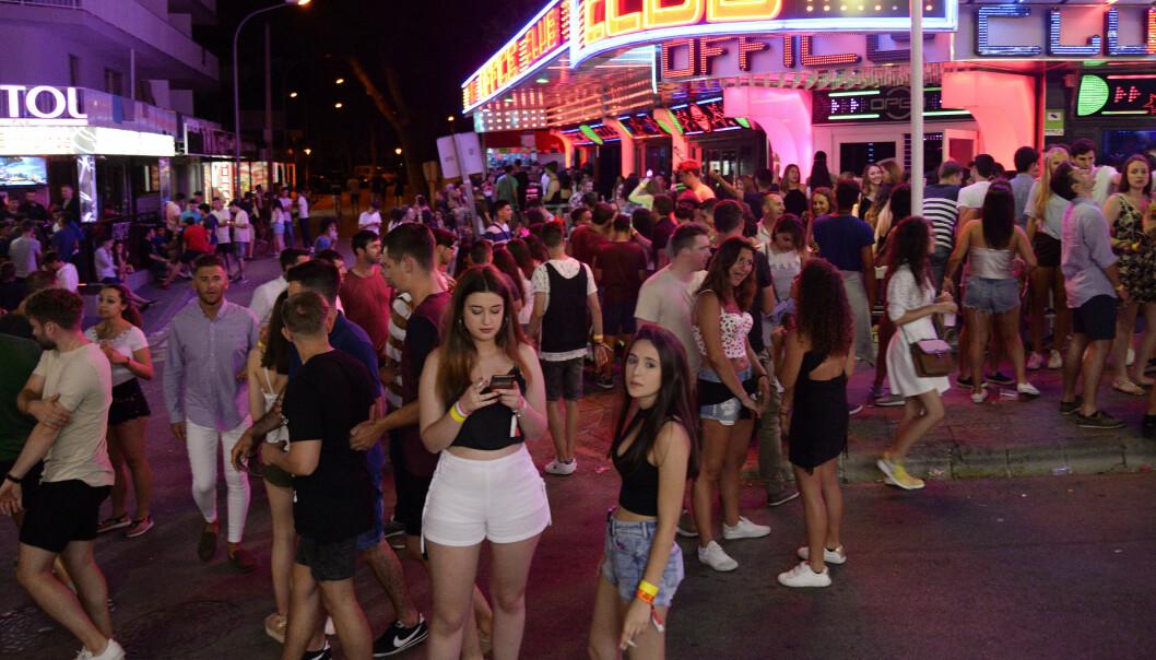 <strong>PARTYPROBLEMER:</strong> Magaluf, og flere andre steder på Mallorca og på Ibiza tiltrekker seg mengder med festglad ungdom. Nå forsøker turistmyndighetene på Balearene å få bukt med partyfylla. Illustrasjonsfoto: NTB Scanpix