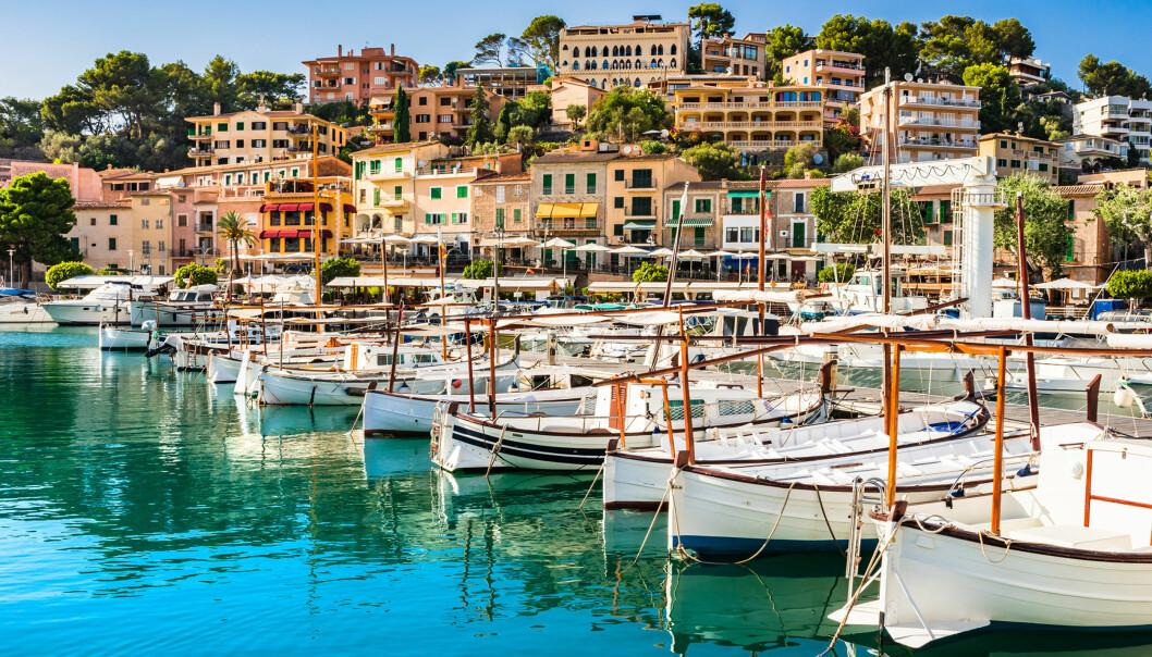 <strong>VIL IKKE HA FYLL:</strong> Turistsjefen for Spanias mest populære ferieøyer Mallorca (bildet), Menorca og Ibiza mener flyfyll ødelegger ferieopplevelsen for mange av deres turister - og ber nå om full alkostopp på flyplasser og om bord på fly. Foto: NTB Scanpix