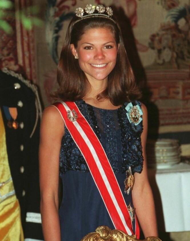 <strong>VANSKELIG TID:</strong> Kronprinsesse Victoria avbildet på en gallamiddag i 1997. Foto: NTB scanpix