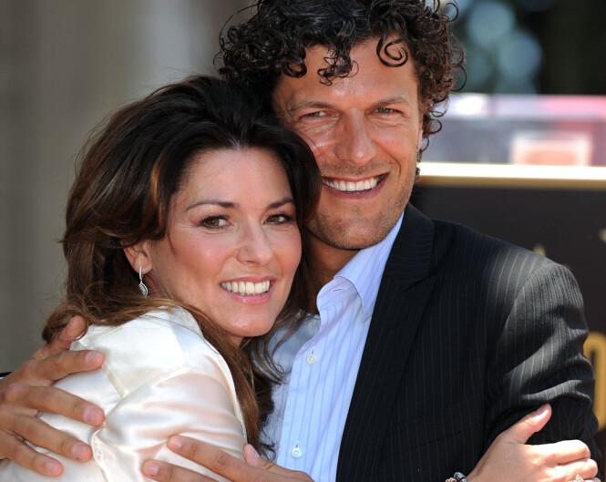 <strong>LYKKELIG IGJEN:</strong> Shania Twain får en klem av ektemannen Frédéric i juni 2011, da hun fikk sin egen stjerne på Hollywood Walk of Fame. Foto: AFP/ NTB scanpix