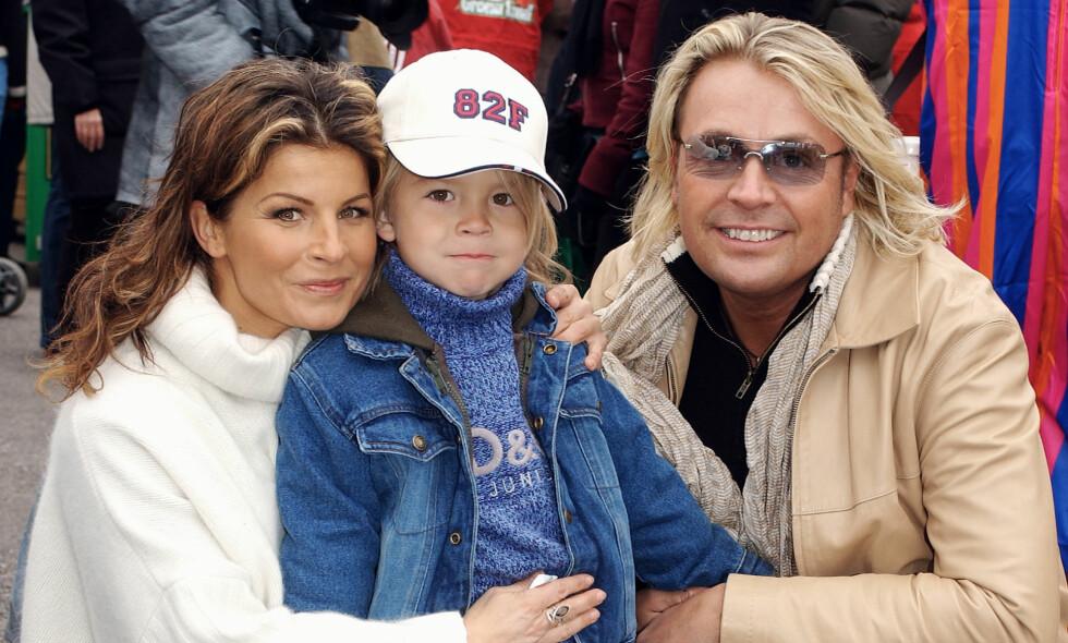 BITTERT FORHOLD: Fra 1990 til 2000 var Carola gift med norske Runar Søgaard, som hun fikk sønnen Amadeus (midten) sammen med. Da forholdet raknet, havnet eksene i en bitter strid. Nå skal forholdet dem imellom være langt bedre. Her er de tre avbildet i 2003. Foto: All Over Press
