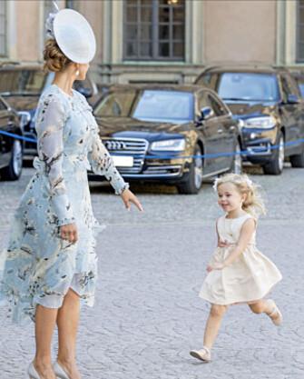 <strong>LØP TIL MAMMA:</strong> Leonore var ikke vanskelig å be da mamma Madeleine ba henne komme. Foto: NTB Scanpix