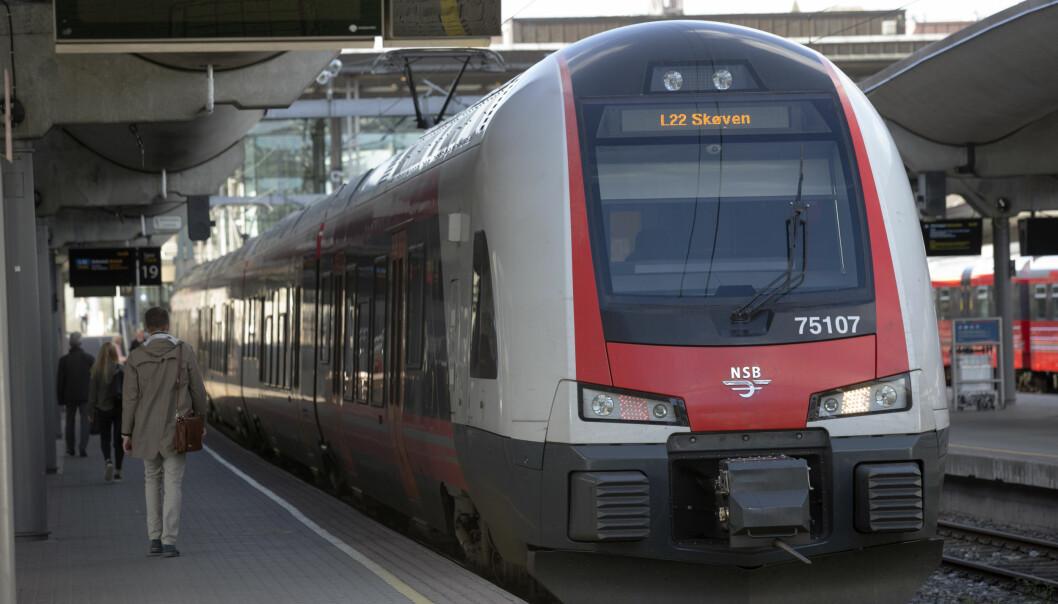 <strong>FORSINKELSER:</strong> Problemer med strømtilførselen på Oslo S fører til forsinkelser for tog som skal til Bergen, Stavanger, Stockholm og Gjøvik søndag. Arivfoto: Terje Bendiksby / NTB scanpix