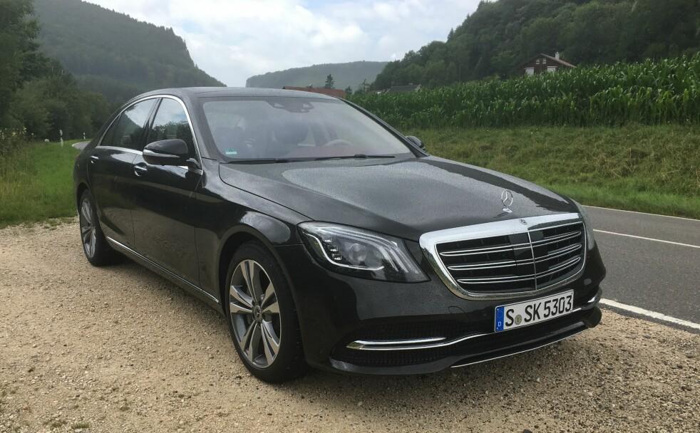 <strong>STASVOGN:</strong> Med nye S-klasse la Mercedes-Benz lista skyhøyt da den ble lansert i 2013. Men de andre premium-produsentene har gjort fremskritt på sin side, og med den fornyede S-klassen overgår Mercedes både seg selv og de fleste andre. Foto: Knut Moberg