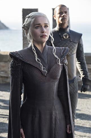 TID FOR DRAGER: Daenerys og Grey Worm bringer dragene tilbake til Westeros. Foto: HBO NORDIC