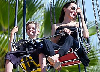 Barna får Angelina til å smile